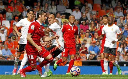 Escudero rozó el gol con un gran zurdazo.