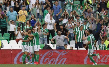 Celebración del gol de Ceballos frente al Eibar.