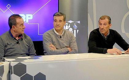 Ramón Vázquez, Miguel Ángel Gómez y Óscar Arias, en la televisión del club.