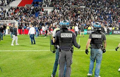 Invasión de campo en el Parque Olímpico de Lyon.