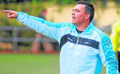 Andrés Castellano ´Rarra´, entrenador de La Barrera, durante un encuentro.