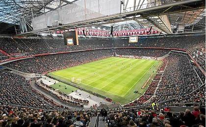 Emotivo homenaje del Ajax a una de sus leyendas.