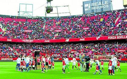 El Sevilla celebró un triunfo vital junto a Coca-Cola