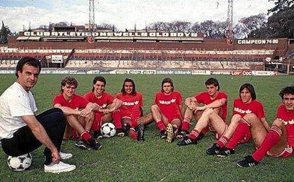Bielsa, junto a algunos de sus jugadores en Newell´s, entre los que se encuentran Pochettino y Berizzo.