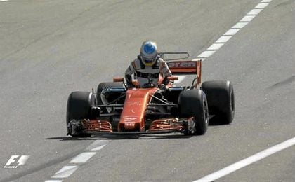 Alonso abandona antes de comenzar el Gran Premio de Rusia.