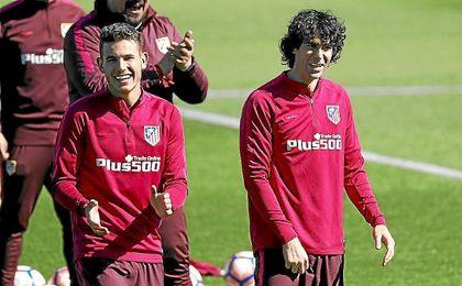Lucas Hernández, junto a Tiago en un entrenamiento.