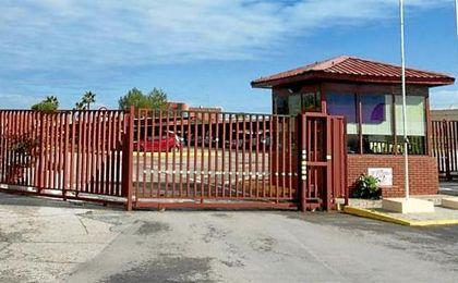 Un interno de la cárcel de Sevilla-I lesiona a cuatro funcionarios y a dos presos