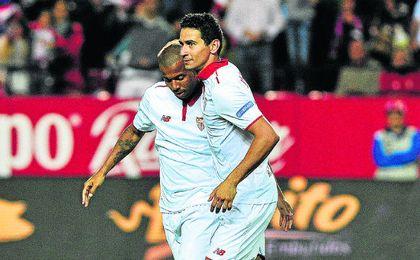Ganso celebra uno de los dos goles que marcó contra el Granada.