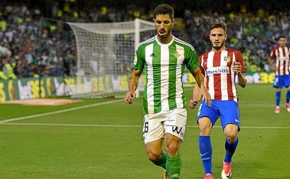 Cejudo, en un lance del partido contra el Atlético.