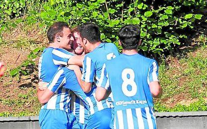 Los jugadores de la Cultural Durango festejan un gol en la presente temporada.