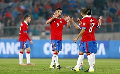 Felipe, con Chile.