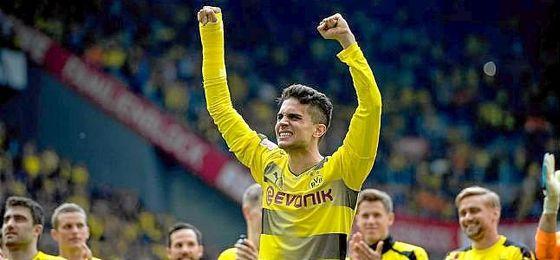 Llantos de Bartra en su reaparición con el Dortmund tras el atentado.