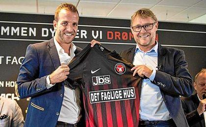 Van der Vaart aún sigue perteneciendo al Betis.