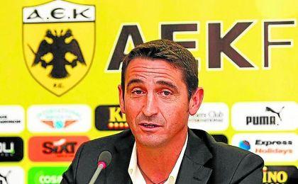 El arahalense Manolo Jiménez, entrenador del AEK de Atenas.