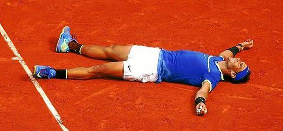 Rafa Nadal celebra su victoria ante Wawrinka, su décimo Roland Garros.