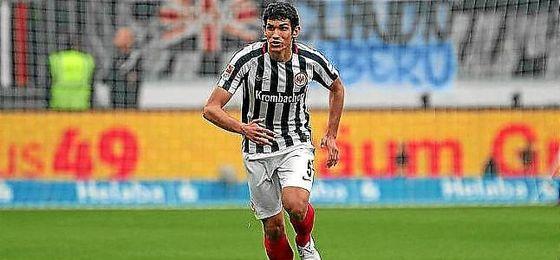 El Eintracht confirma la vuelta de Jesús Vallejo al Real Madrid.