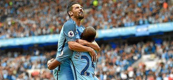 Nolito celebra un gol con el Manchester City.