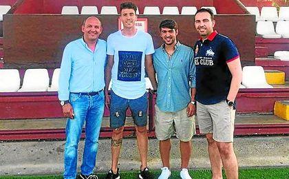 En la imagen: el presidente del Utrera Antonio Camino, Cachana, Israel Bascón y Montoya.