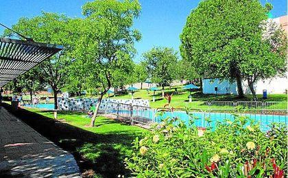 Medio siglo de piscinas en Morón