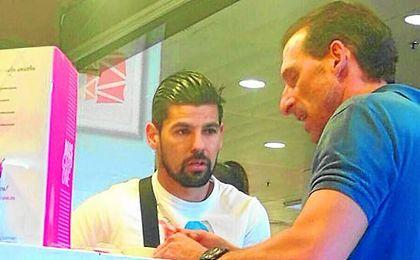 Imagen del encuentro casual entre Nolito y Arias.