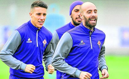 El de Sabadell, en un entrenamiento con la Fiorentina, junto a Borja Valero