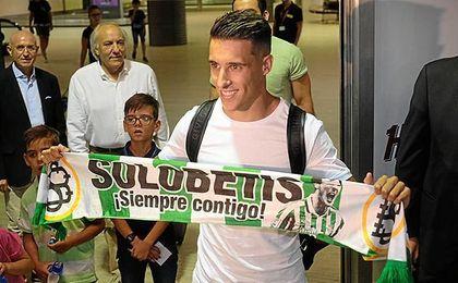 El futbolista de Sabadell, a su llegada al aeropuerto de San Pablo.