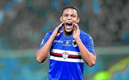 El delantero Luis Muriel celebra un gol con la elástica de la Sampdoria.