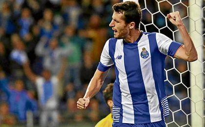 Ivan Marcano está en su último año de contrato, algo que tratará de aprovechar el Betis.