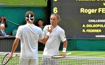 Roger Federer pasó de ronda tras retirarse Dolgopolov.
