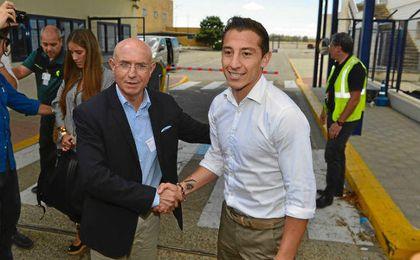 Serra Ferrer ha recibido a Guardado en el aeropuerto.