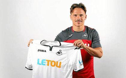 El centrocampista canario ha fichado por el Swansea.