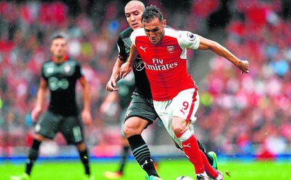Todo hace indicar que Lucas Pérez seguirá en Londres la próxima temporada.