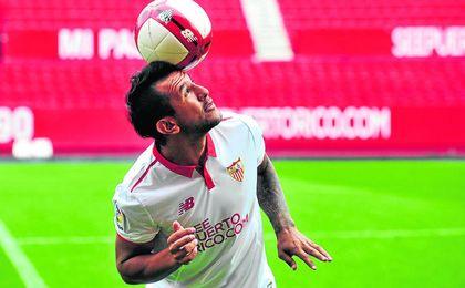 Berizzo cuenta con Montoya y el Sevilla no le dejará salir.