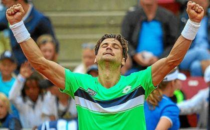 Ferrer celebra su victoria ante Brown.