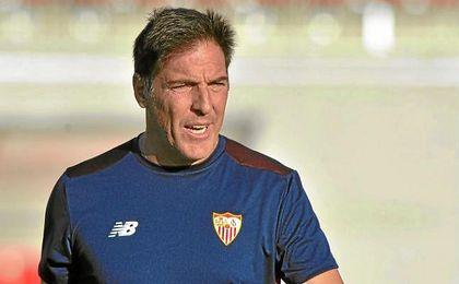 Berizzo, en un entrenamiento del Sevilla.