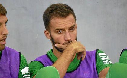 Pezzella, en el banquillo en el amistoso contra el Benfica.