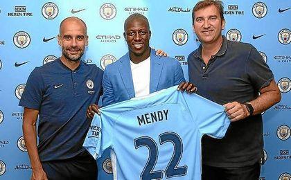 Guardiola, junto a Mendy, su nuevo fichaje.