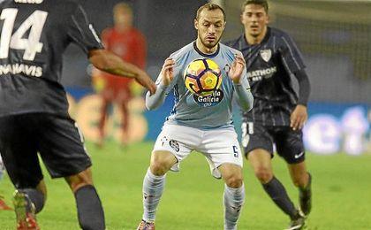 Marcelo Díaz, en un partido con el Celta de Vigo.
