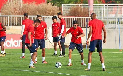 Berizzo trabaja la táctica y Franco Vázquez apura para la Copa Emirates
