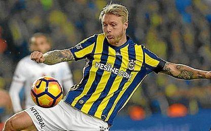 Kjaer, durante un partido con el Fenerbahçe.
