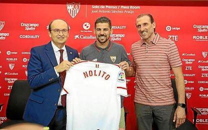 José Castro, Nolito y Óscar Arias, en la presentación del jugador.