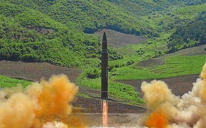 El misil lanzado este viernes es un Hwasong-14, el mismo modelo (en la foto) lanzado el pasado 4 de julio que podría llegar a Alaska.