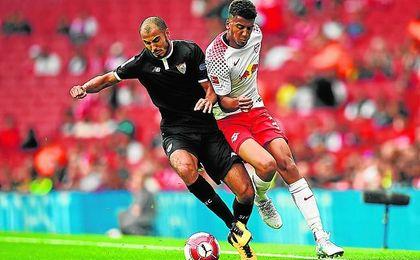 ´El Conde´ fue el mejor jugador del Sevilla.