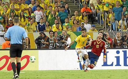 Ramos y Neymar, en un partido internacional.
