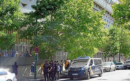 A las 18:00 horas, tres furgones de Policía estaban en el Benito Villamarín.