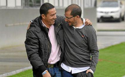 José Juan Romero (derecha), junto a Juan Carlos Gómez, en el Betis B-Écija.