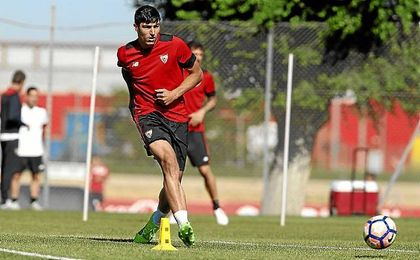 Diego González, en un entrenamiento con el Sevilla.