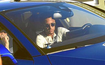Neymar ha ido hoy al entrenamiento del Barça para despedirse de sus compañeros.