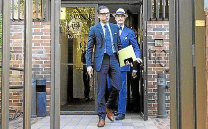 Los abogados de Neymar saliendo de la sede de la LFP.