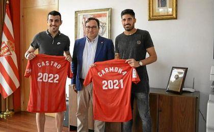 El delantero y el centrocampista posan con Javier Fernández, presidente del Sporting.